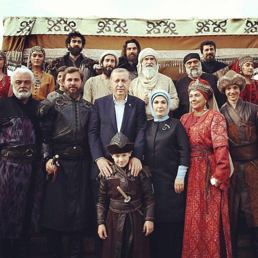 صناعة هوية: فهم تركيا من خلال مسلسلاتها التاريخية